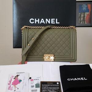 Chanel boy new medium olive caviar gold hardware b